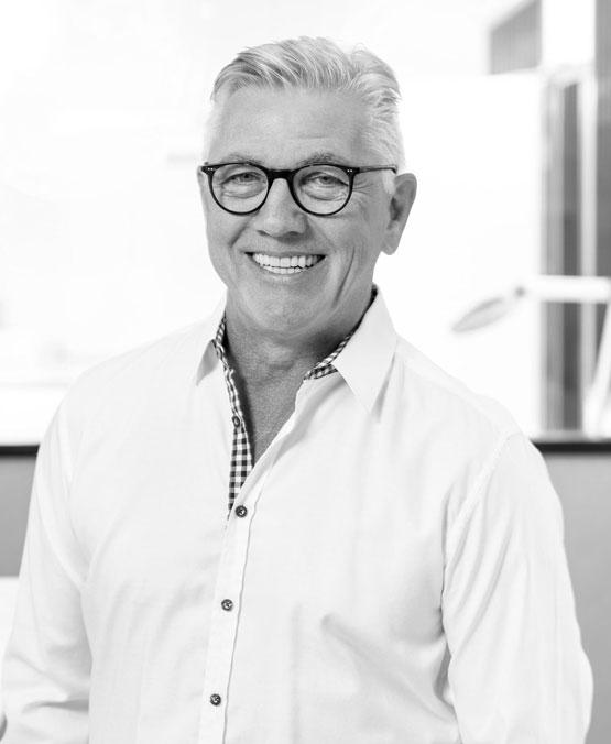 Portrait von Rainer Fehling. Er ist Geschäftsführer, Zahntechnikmeister und öffentl. bestellter und vereidigter Sachverständiger Aufsichtsratsvorsitzender jodental GmbH & Co. KG aA.