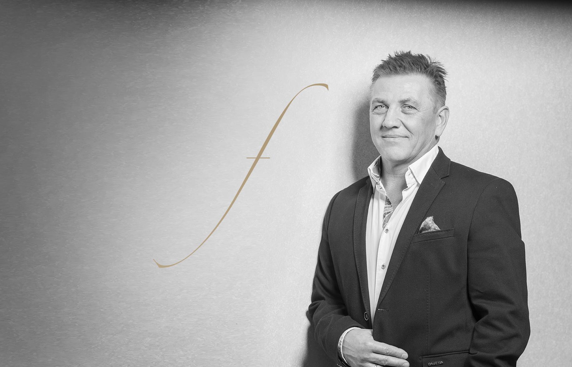Portrait-Bild von Zahntechnikmeister Rainer Fehling, Geschäftsführer von Fehling Zahntechnik in Remscheid.