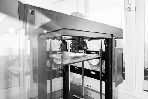 Entstehung von Zahnersatz im 3D-Drucker